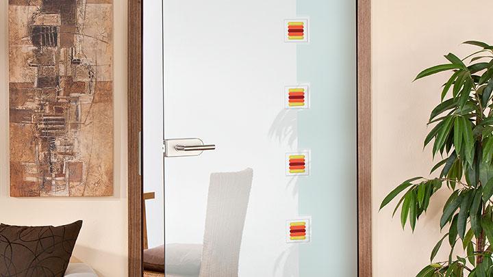 Glastüren mit Schmelzglas Applikationen